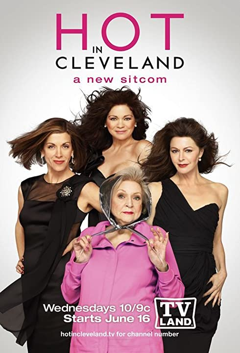 Valerie Bertinelli, Jane Leeves, Wendie Malick, and Betty White in Hot in Cleveland (2010)