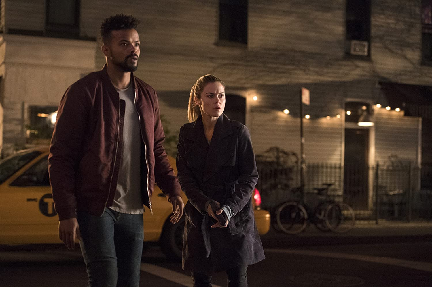 Rachael Taylor and Eka Darville in Jessica Jones (2015)