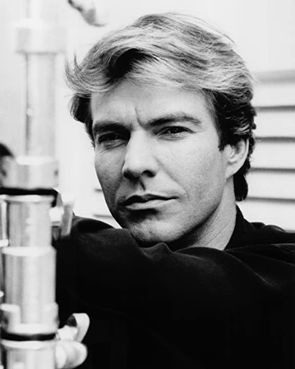 Dennis Quaid in Postcards from the Edge (1990)