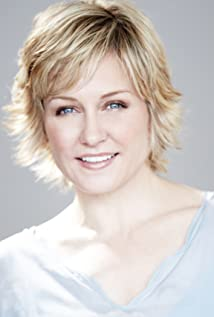 The 50-year old daughter of father Bob Carlson and mother Barbara Carlson Amy Carlson in 2018 photo. Amy Carlson earned a  million dollar salary - leaving the net worth at 2 million in 2018