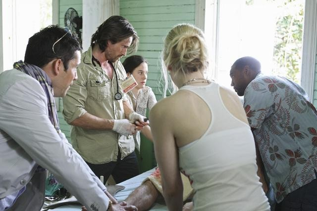 Enrique Murciano, Caroline Dhavernas, Jason George, Mamie Gummer, and Martin Henderson in Off the Map (2011)