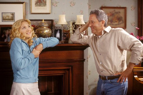 Kate Hudson and David Hoberman in Raising Helen (2004)