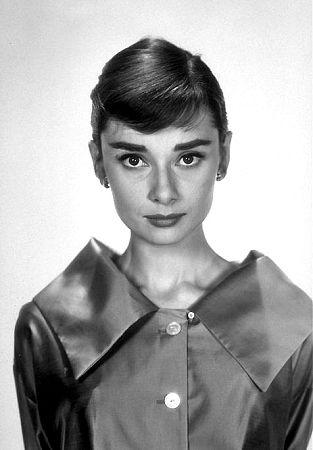 33-2292 Audrey Hepburn C. 1957