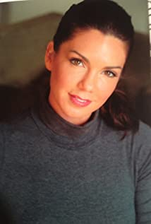 Aktori Tessie Santiago