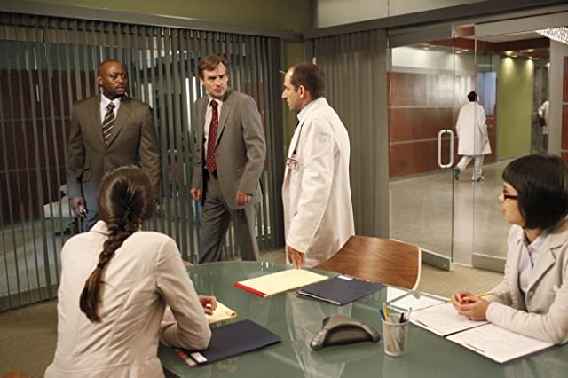 Robert Sean Leonard, Omar Epps, Peter Jacobson, Odette Annable, and Charlyne Yi in House M.D. (2004)