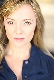 Aktori Jennifer Pierce Mathus
