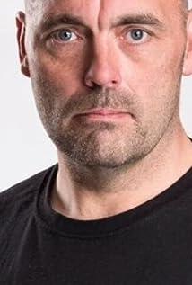 Aktori Tony Condren