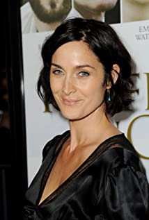 Carrie-Anne Moss Picture