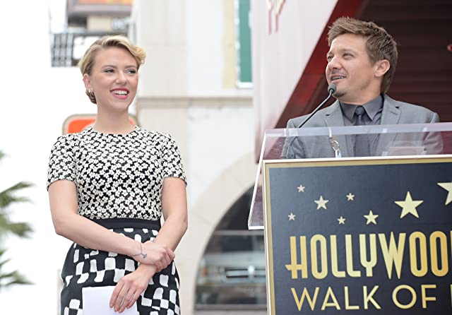 Scarlett Johansson and Jeremy Renner
