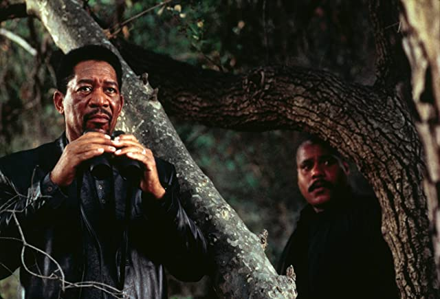 Morgan Freeman and Bill Nunn in Kiss the Girls (1997)
