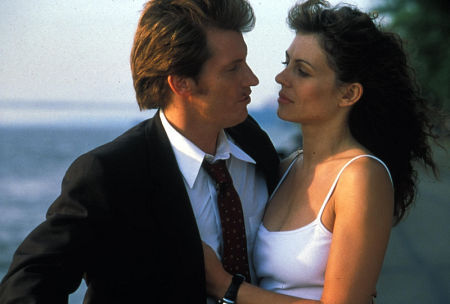 Elizabeth Hurley and Denis Leary in Double Whammy (2001)