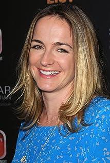 Aktori Molly McNearney