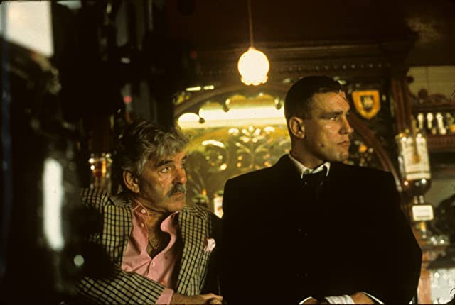 Dennis Farina and Vinnie Jones in Snatch (2000)