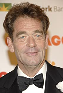 Huey Lewis earned a  million dollar salary, leaving the net worth at 20 million in 2017