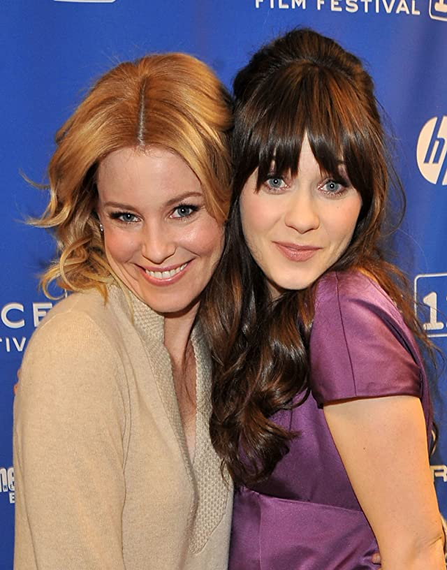 Elizabeth Banks and Zooey Deschanel at event of Our Idiot Brother