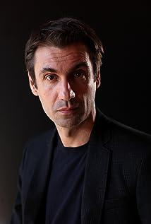 Aktori Fabrizio Gifuni