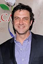 Raúl Esparza's primary photo