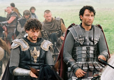 Ioan Gruffudd and Clive Owen in King Arthur (2004)