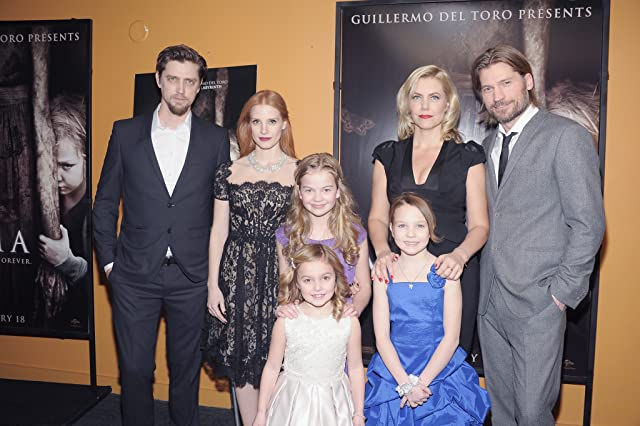 Nikolaj Coster-Waldau, Andrés Muschietti, Jessica Chastain, Barbara Muschietti, Megan Charpentier, Isabelle Nélisse, and Morgan McGarry at an event for Mama (2013)