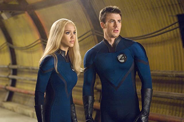 Jessica Alba and Chris Evans in Fantastic Four: Rise of the Silver Surfer (2007)