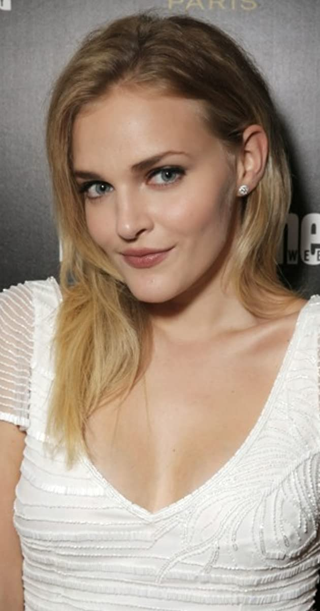 Madeline Brewer Nude Photos 19