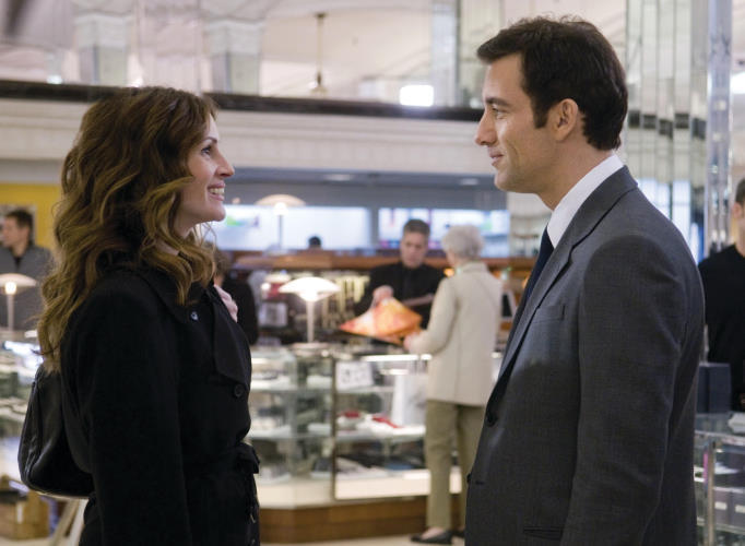 Julia Roberts and Clive Owen in Duplicity (2009)