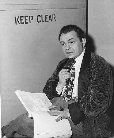 Edward G. Robinson behind the scenes of