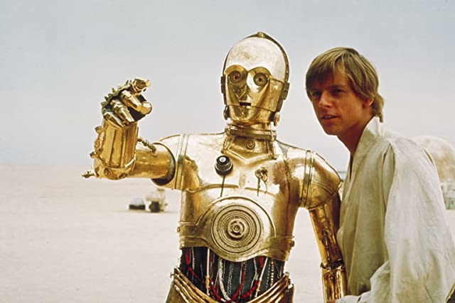 Anthony Daniels and Mark Hamill in Star Wars: Episode IV - A New Hope (1977)