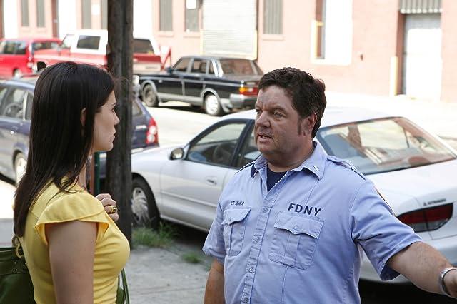 John Scurti and Milena Govich in Rescue Me (2004)