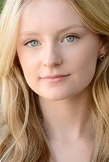 Aktori Emma Grabinsky