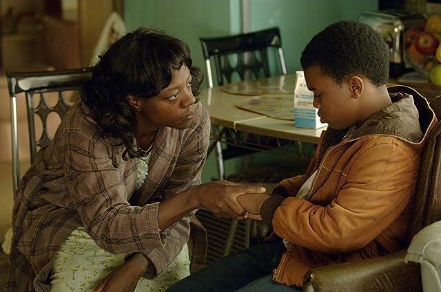 Viola Davis in Get Rich or Die Tryin' (2005)