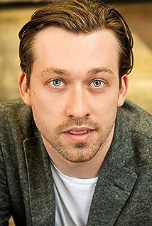 Aktori Simon Stone