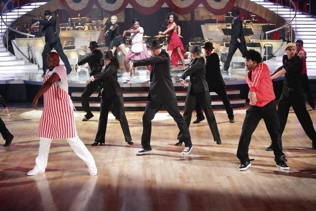 Jamal Sims in Dancing with the Stars: Episode #12.9 (2011)