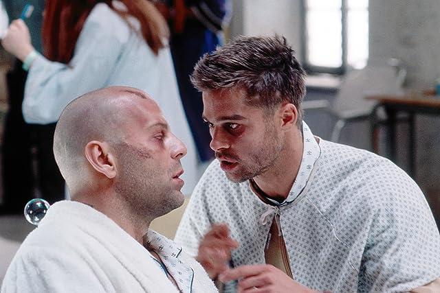 Brad Pitt and Bruce Willis in Twelve Monkeys (1995)