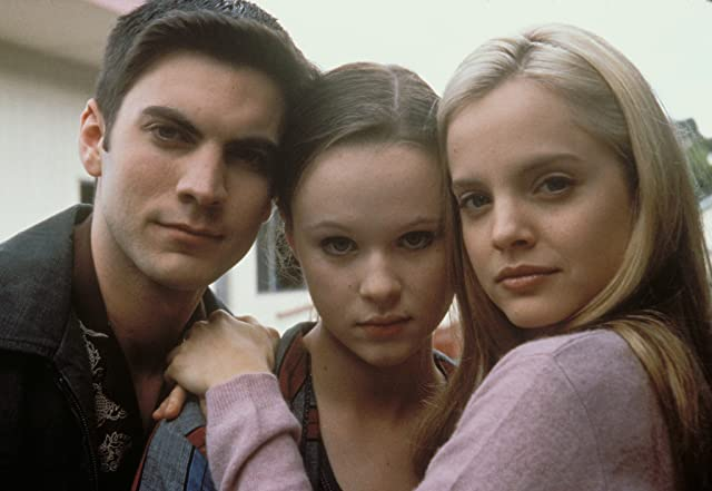 Thora Birch, Mena Suvari, and Wes Bentley in American Beauty (1999)