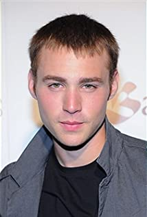 Emory Cohen Picture