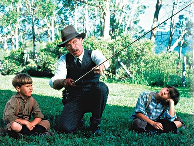 Tom Skerritt and Joseph Gordon-Levitt in A River Runs Through It (1992)