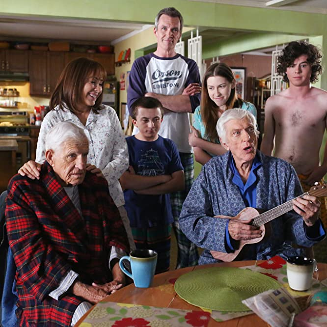 Dick Van Dyke, Patricia Heaton, Neil Flynn, Jerry Van Dyke, Eden Sher, Charlie McDermott, and Atticus Shaffer in The Middle (2009)