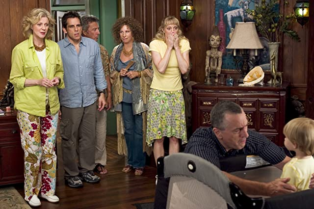 Robert De Niro, Dustin Hoffman, Barbra Streisand, Blythe Danner, Teri Polo, and Ben Stiller in Meet the Fockers (2004)