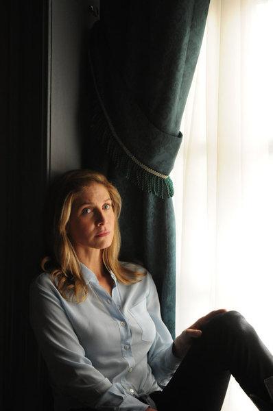 Elizabeth Mitchell in Revolution (2012)
