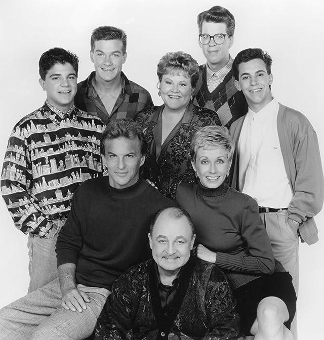 Jason Bateman, Luis Daniel Ponce, Sandy Duncan, John Hillerman, Jeremy Licht, Edie McClurg, Josh Taylor, and Steve Witting in Valerie's Family: The Hogans (1986)