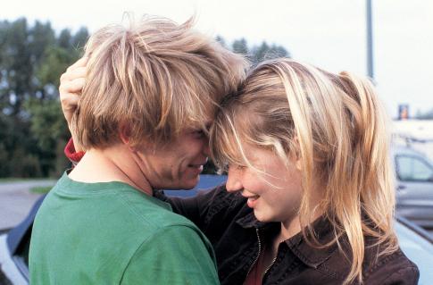 Jérémie Renier and Déborah François in L'enfant (2005)