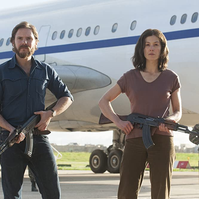 Daniel Brühl and Rosamund Pike in 7 Days in Entebbe (2018)