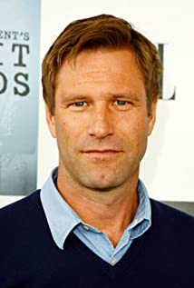 Aaron Eckhart earned a  million dollar salary, leaving the net worth at 25 million in 2017