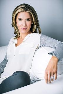 Aktori Caroline Cave