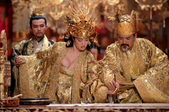 Li Gong, Yun-Fat Chow, and Jay Chou in Curse of the Golden Flower (2006)