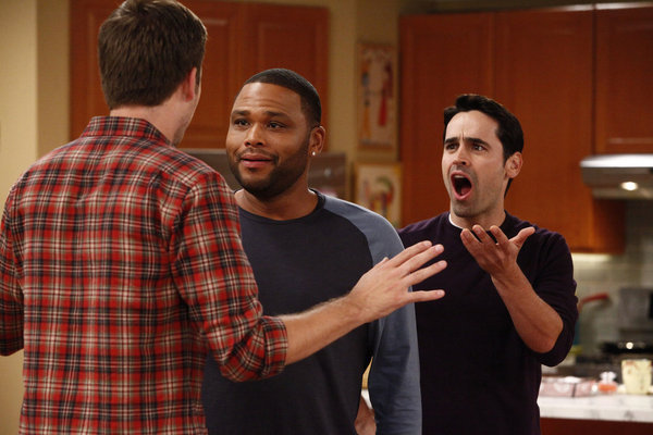 Anthony Anderson, Jesse Bradford, and Zach Cregger in Guys with Kids (2012)