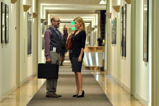 Julie Bowen and David Cross in Modern Family (2009)