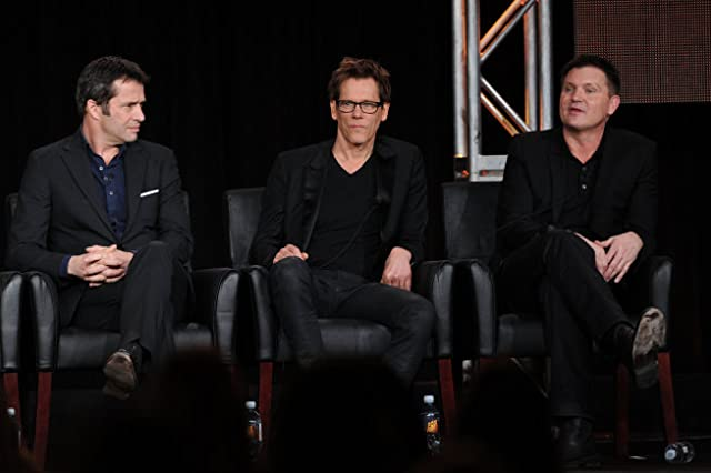 Kevin Bacon, James Purefoy, and Kevin Williamson in The Following (2013)