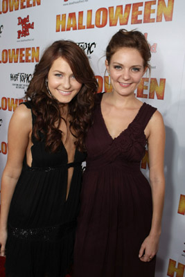 Scout Taylor-Compton and Hanna Hall at Halloween (2007)